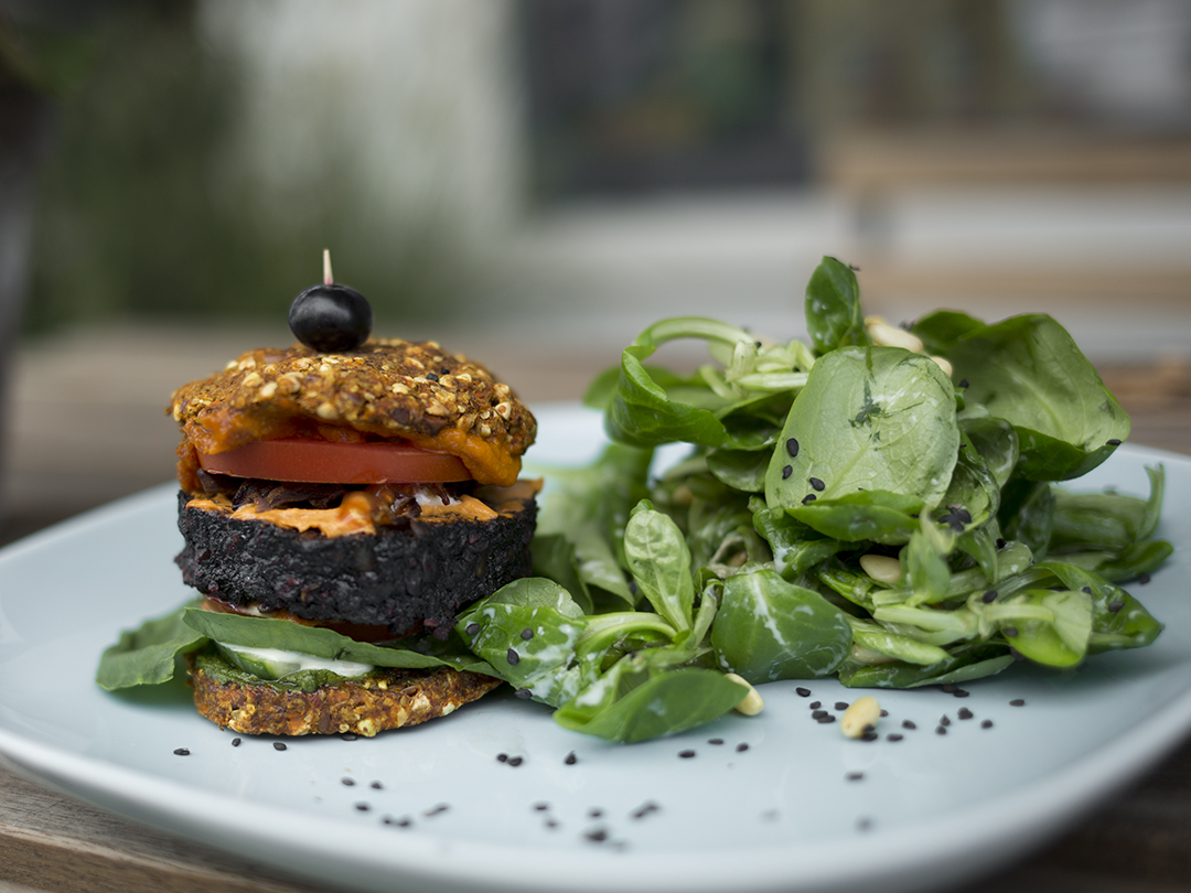 Burger raw vegan gracias madre Raw Food Hamburg