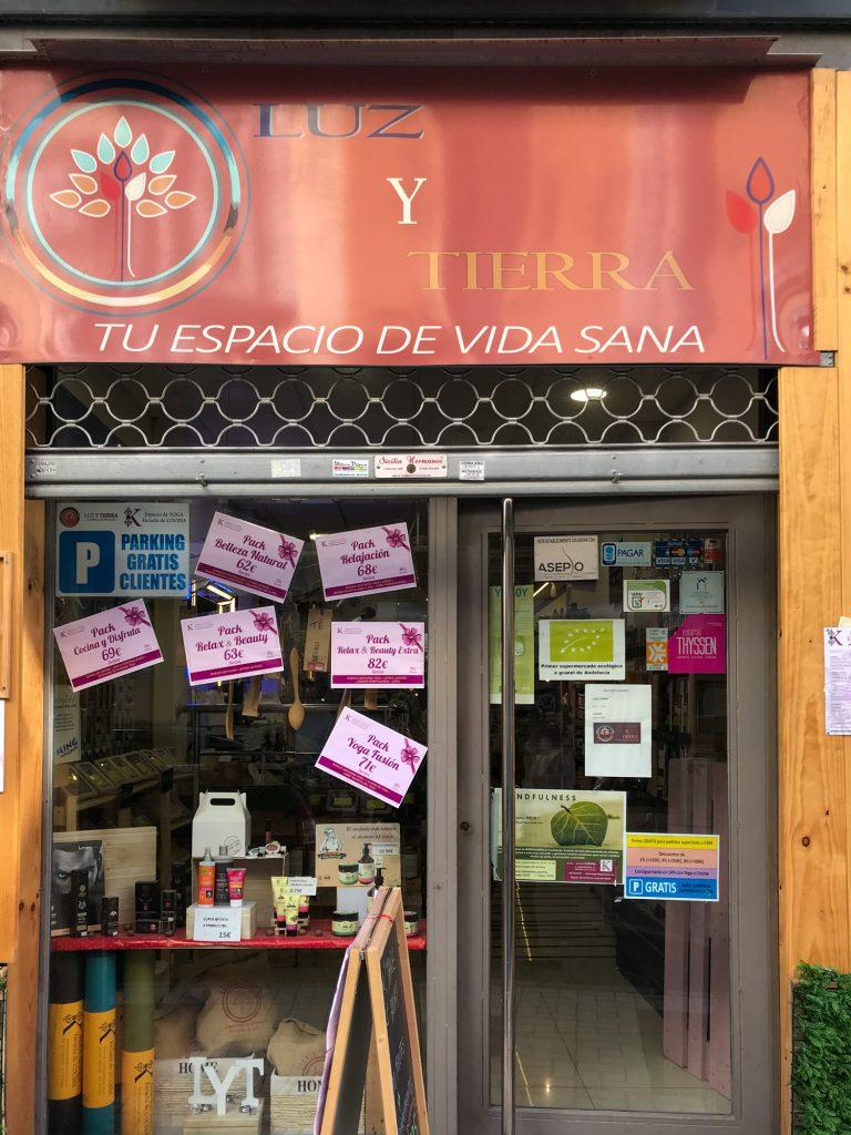 Luz y Tierra kleiner Bioladen in Malaga, Spanie.