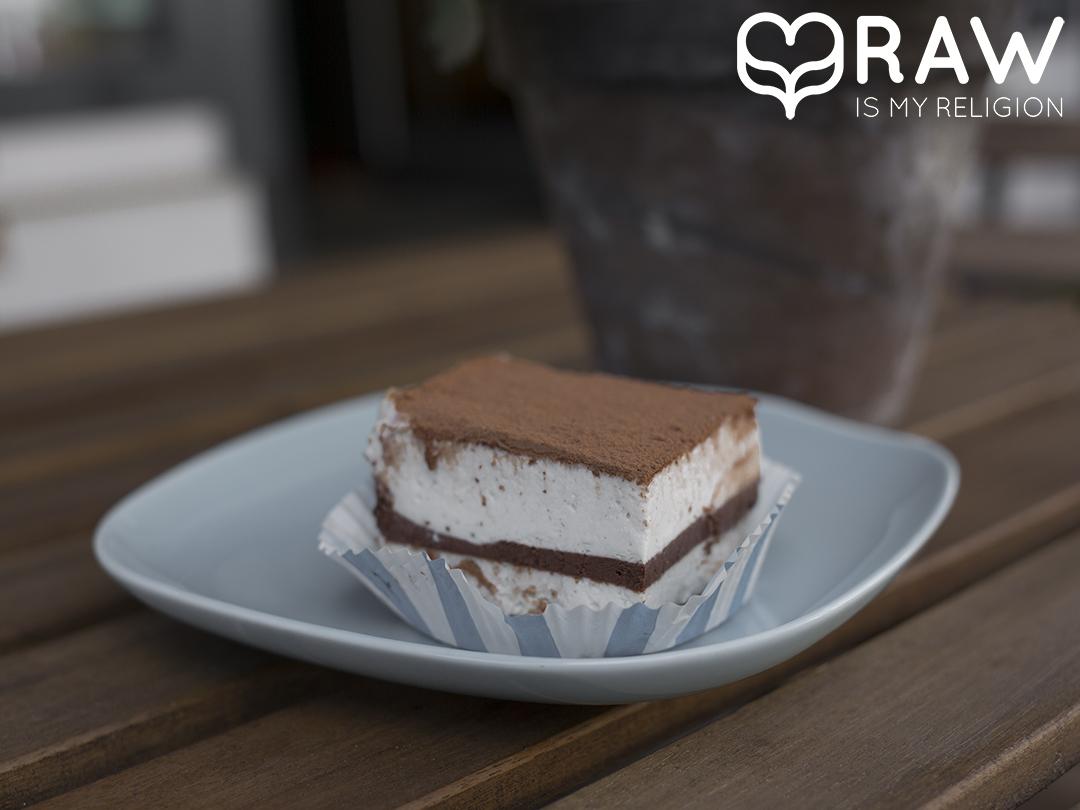 Raw vegan Tiramisu Gracias madre Raw Food Hamburg