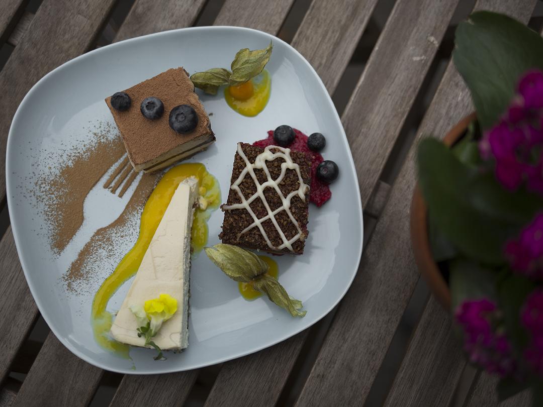 Raw vegan cakes 2 gracias madre Raw Food Hamburg