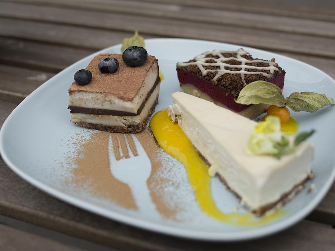 Raw vegan cakes gracias madre Raw Food Hamburg