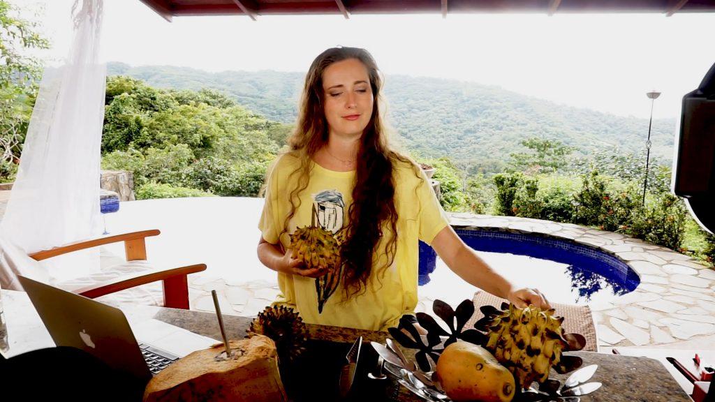 Biriba in Costa RIca. Ungewöhnliche Früchte.