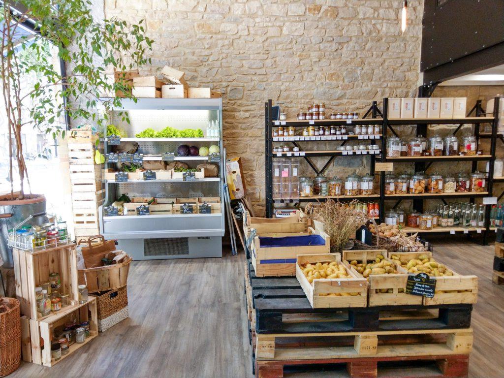 A La Source, c'est une épicerie bio avec vrac zéro déchets située à Lyon