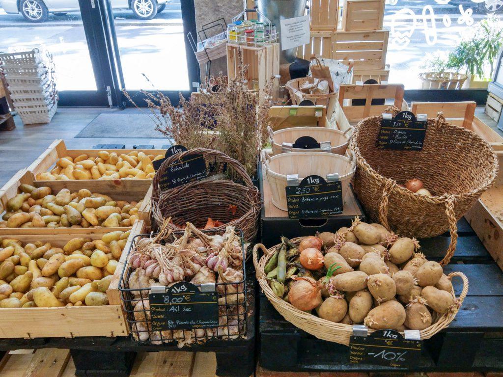 Unverpackt einkaufen Lyon Zero waste lyon A La Source, c'est une épicerie bio avec vrac zéro déchets située à Lyon