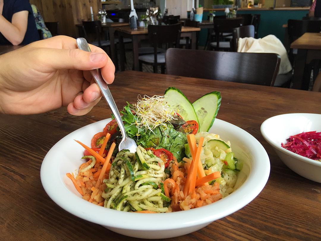 berlin noodles salad the bowl restaurant raw vegan berlin veganz