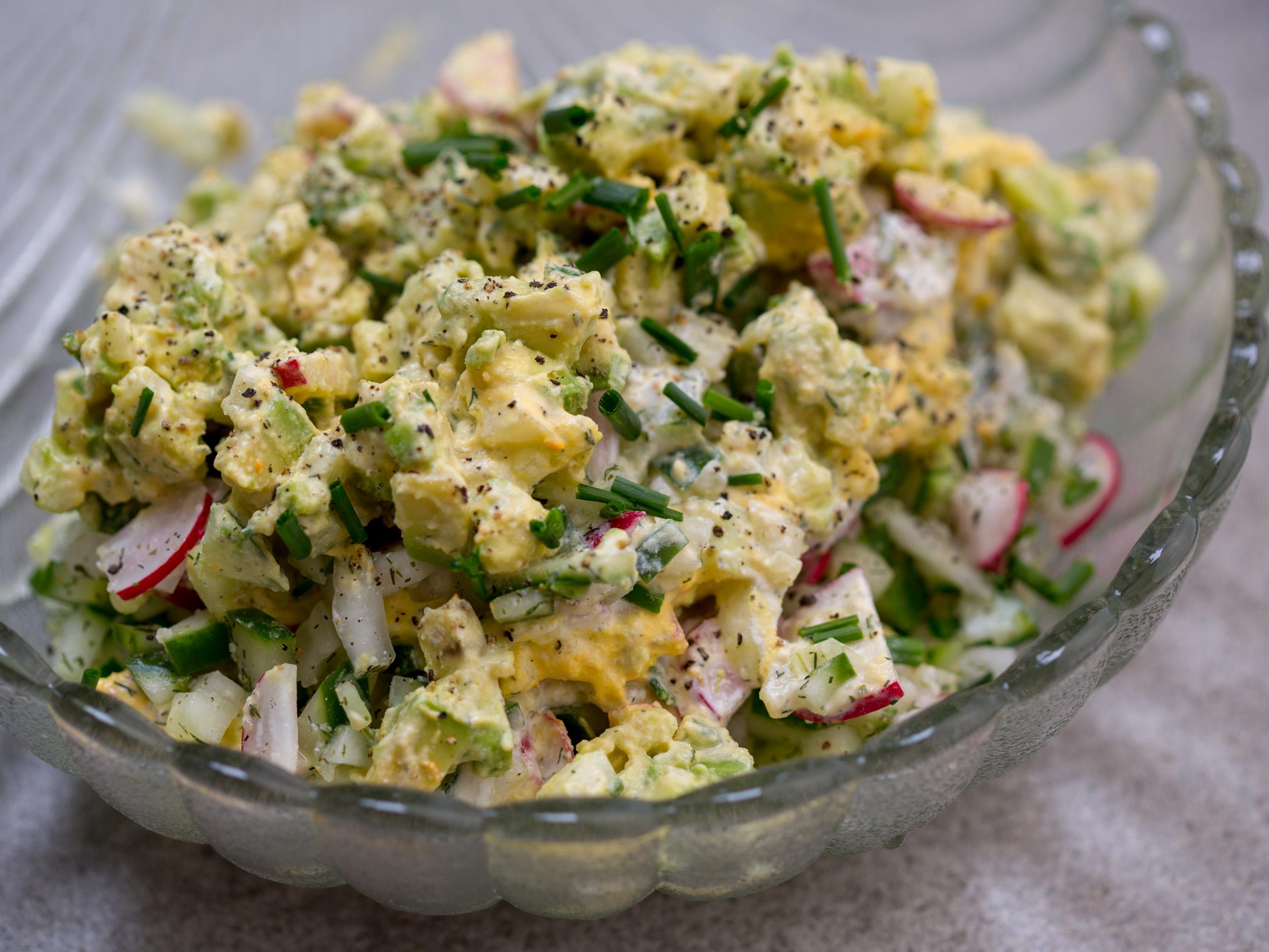 Весенний салат сыроедческий веганский