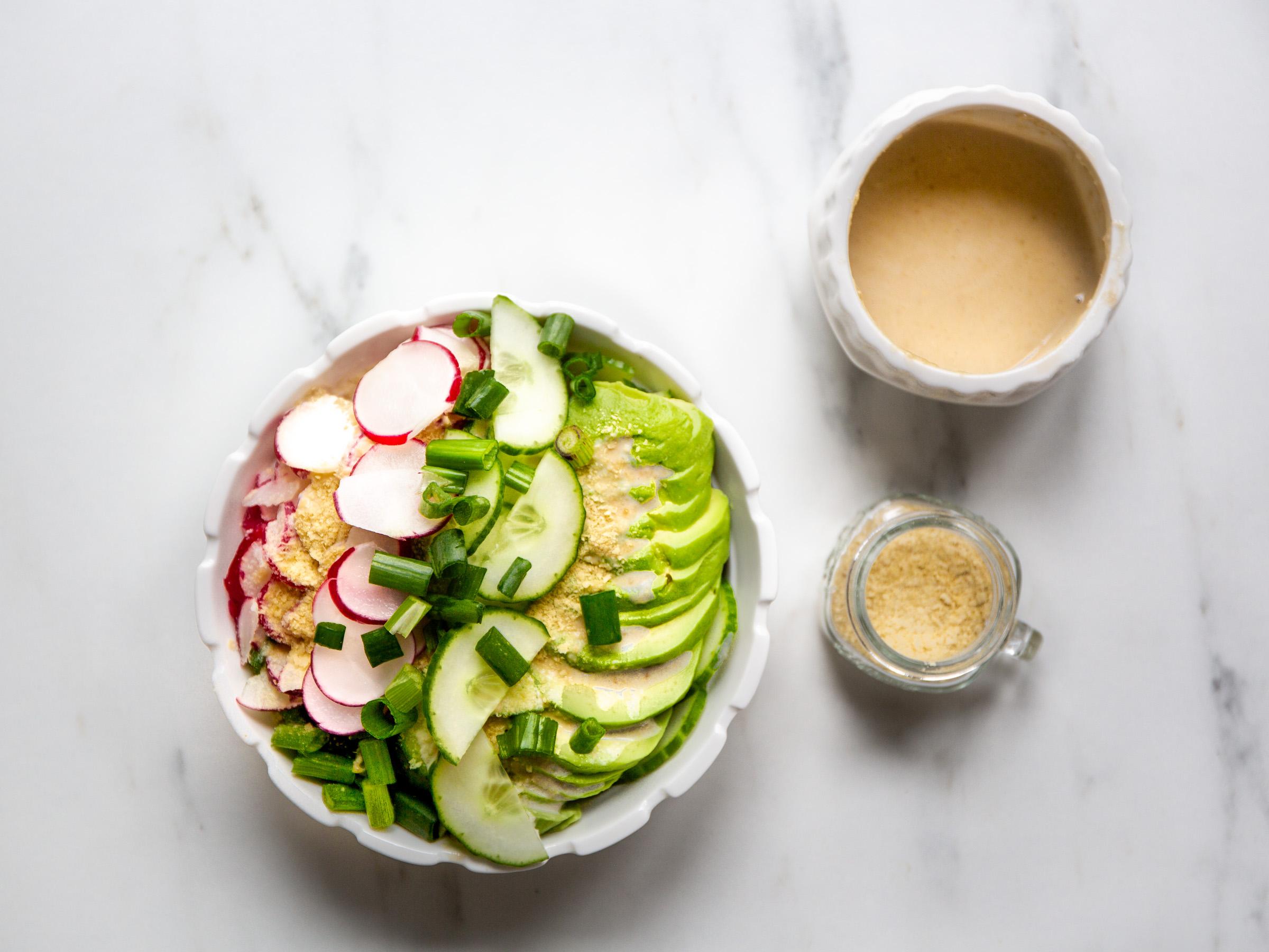 Gurken-Salat mit Cashew-Creme-Dressing