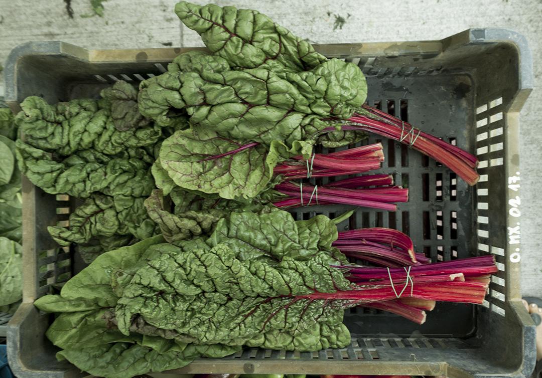 farmersmarket organic peaches fruit mom park organic market budapest mangold salad produce