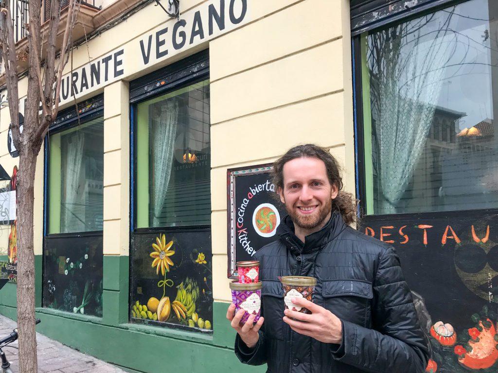 Restaurante Vegano Hicuri Veganes Restaurant in Granada mit Rohkosteis.