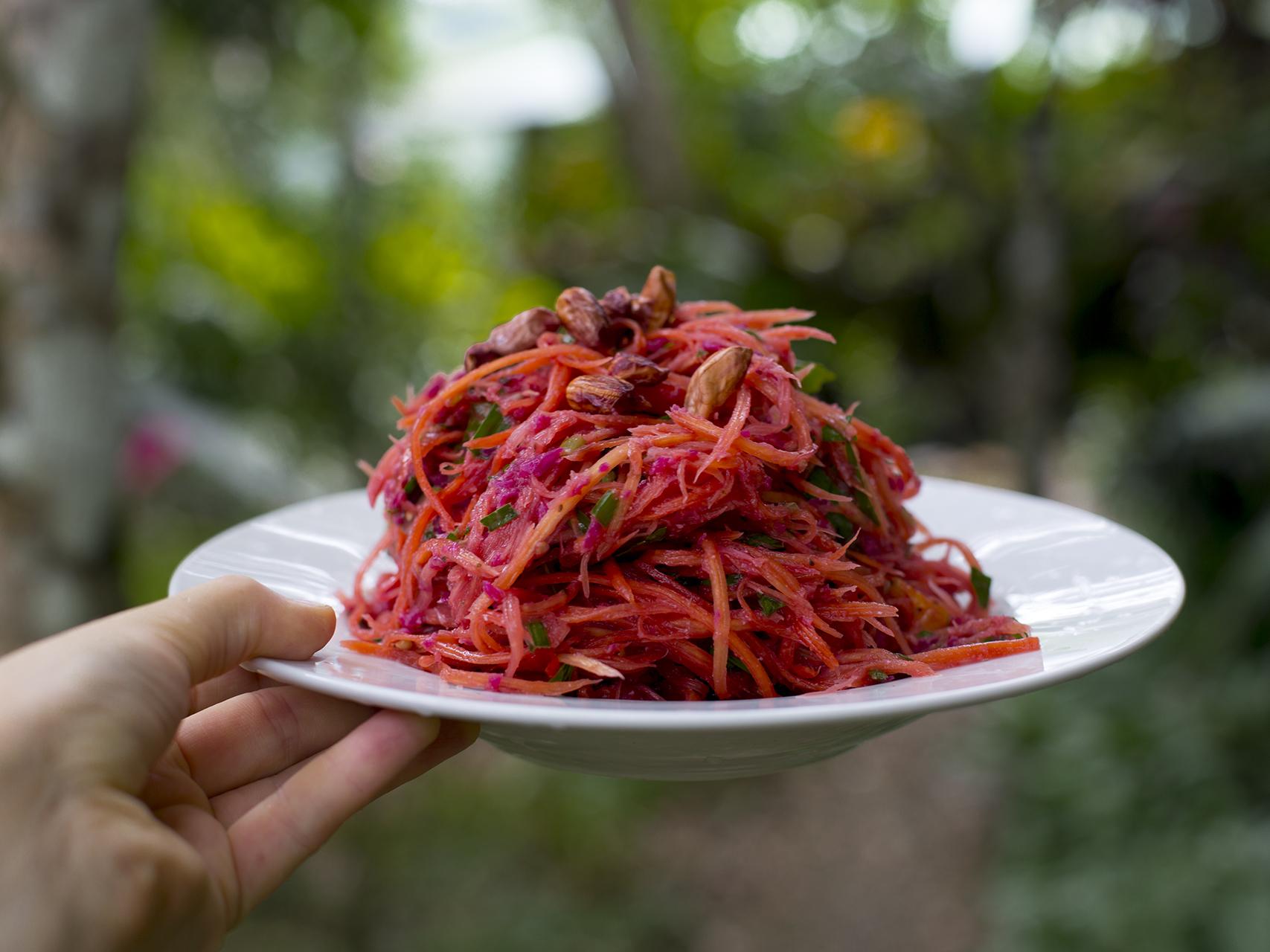 Papayasalat rohkost und vegan aus Bali mit Sauerkraut.