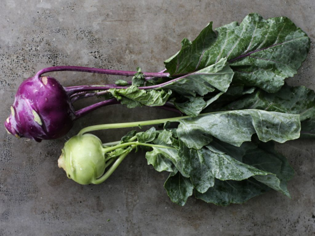 Raw vegan recipes with kohlrabi.