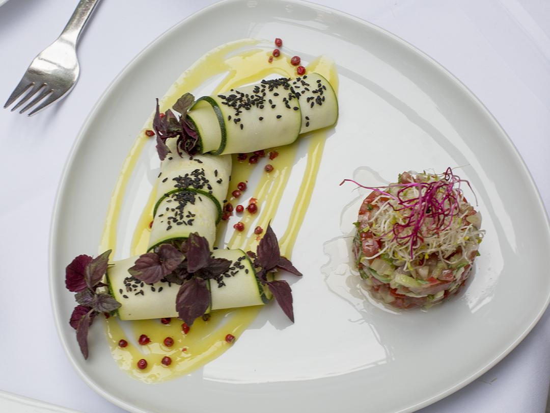 zucchini rolls la mano verde raw food restaurant berlin