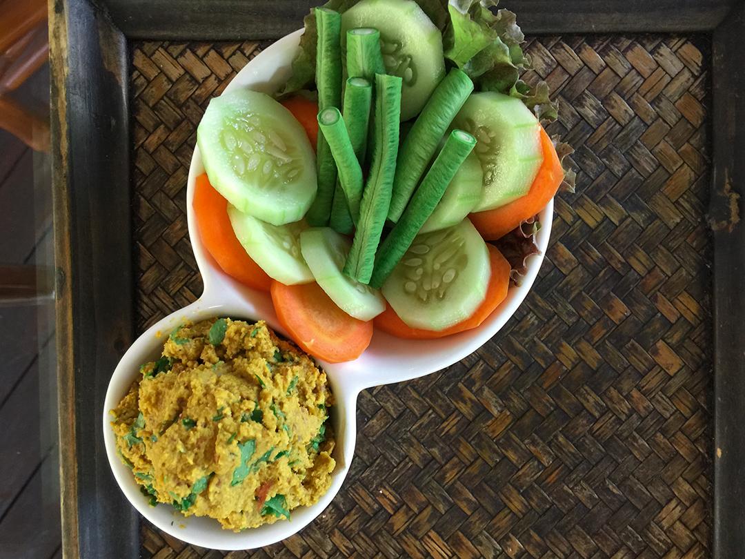 larb rasayana retreat thailand raw food
