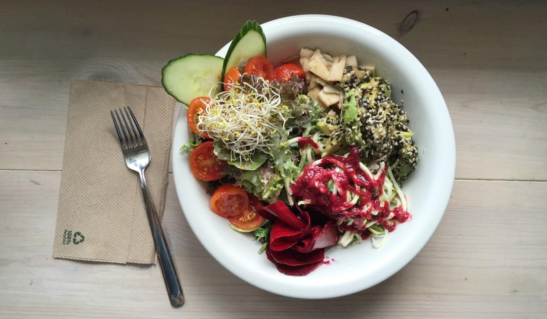 salad beet garden salad the bowl restaurant raw vegan berlin veganz