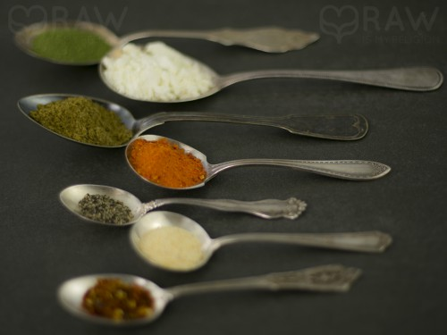 spoons spices shakshuka mix organic