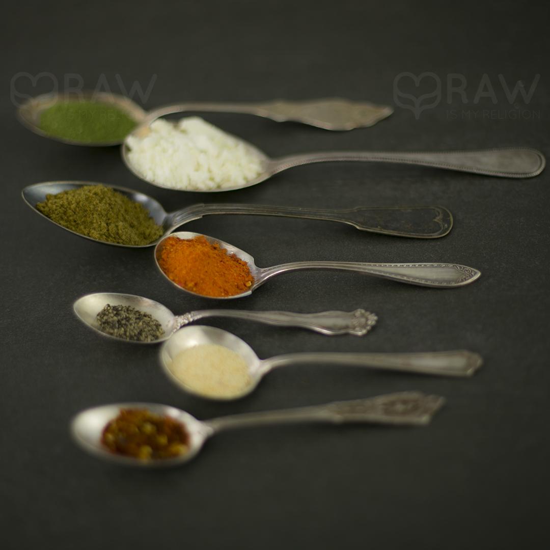 spoons spices shakshuka mix organic