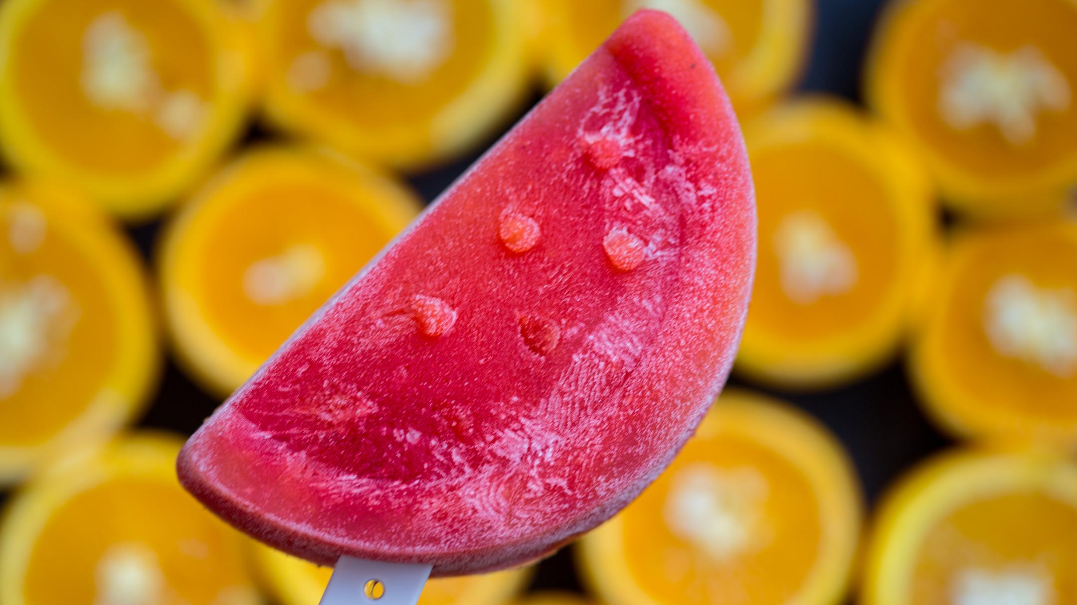 Früchte Eis am Stiel mit Erdbeeren
