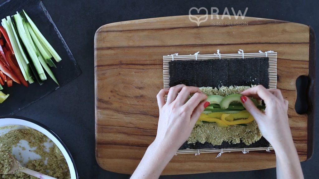 Rohkost Sushi selber machen mit Avocado und vegan.