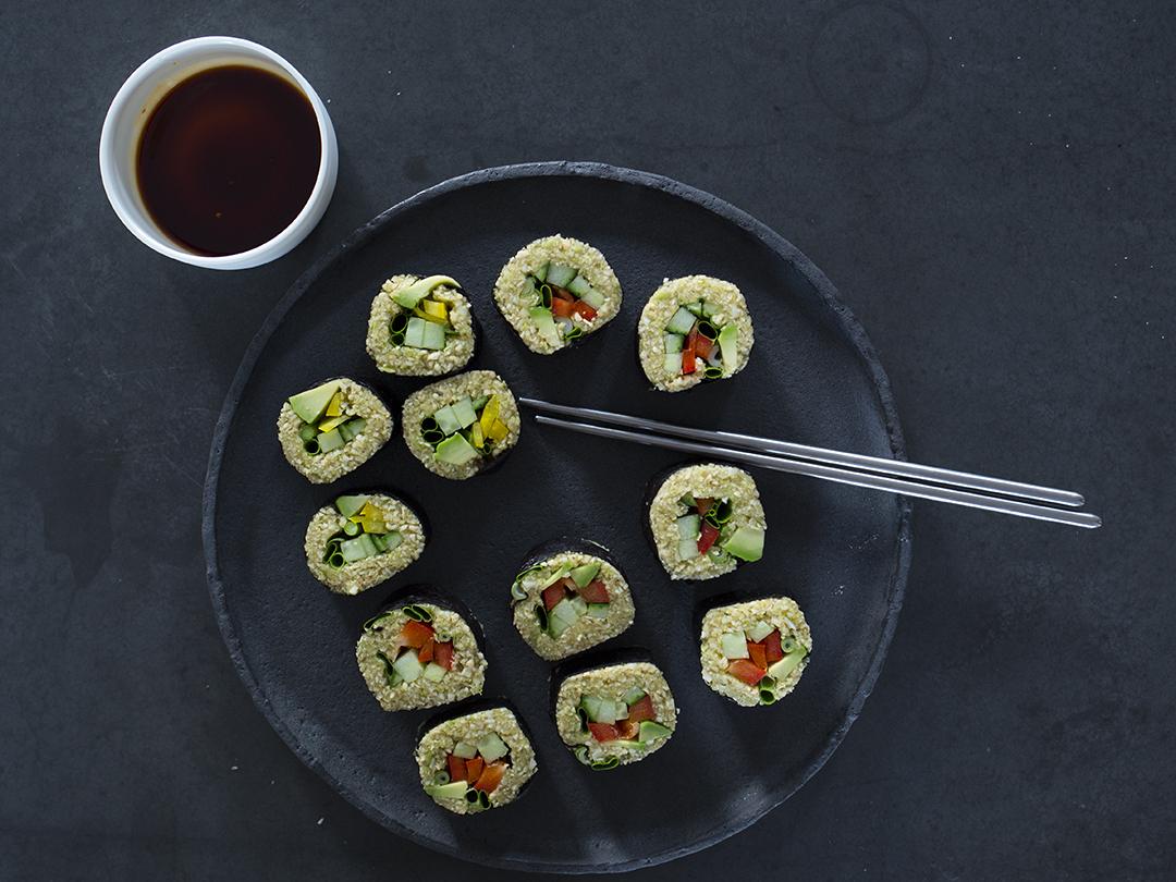 Sushi selber machen. Noriblätter für Rohkost Rezepte.