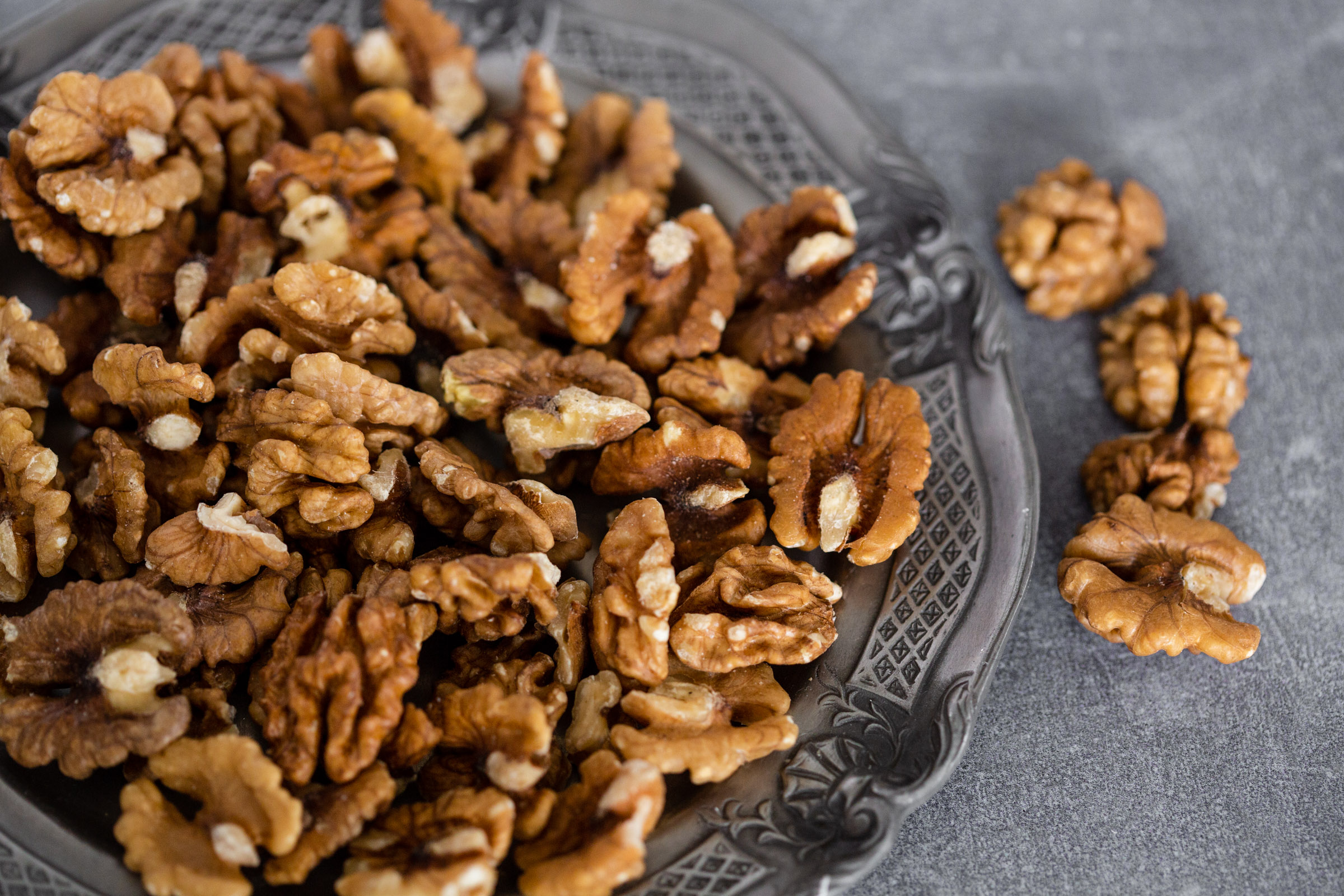 Raw organic walnuts for vegan and raw recipes.